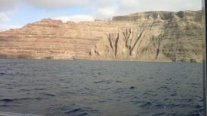 La falaise de Lanzarote juste en face