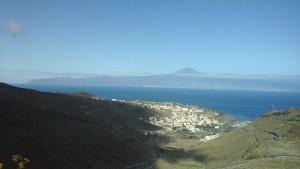 Vue sur San Sebastian. Au fond, Tenerife et son volcan le Teide
